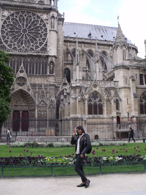 Ayesha at the Notre Dame Cathedral Paris