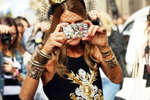 Anna dello russo chanel iphone